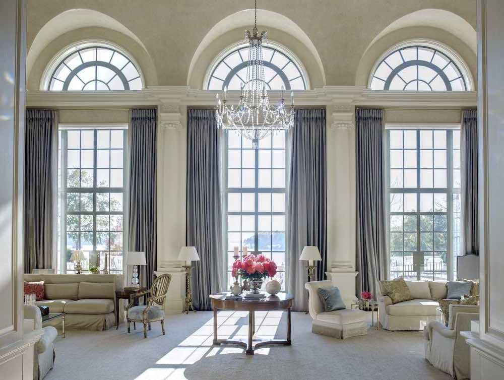 самое лучшее шторы на высокие окна фото сообщает риа новости