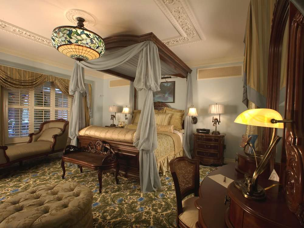 Шторы в викторианском стиле для спальни
