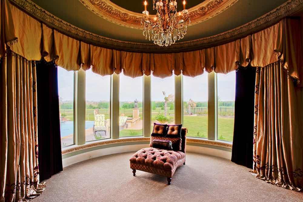 Заказать шторы на эркерные окна и нестандартные окна в доме
