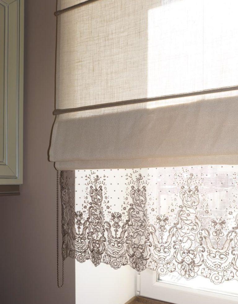 фото римской шторы на пластиковом окне