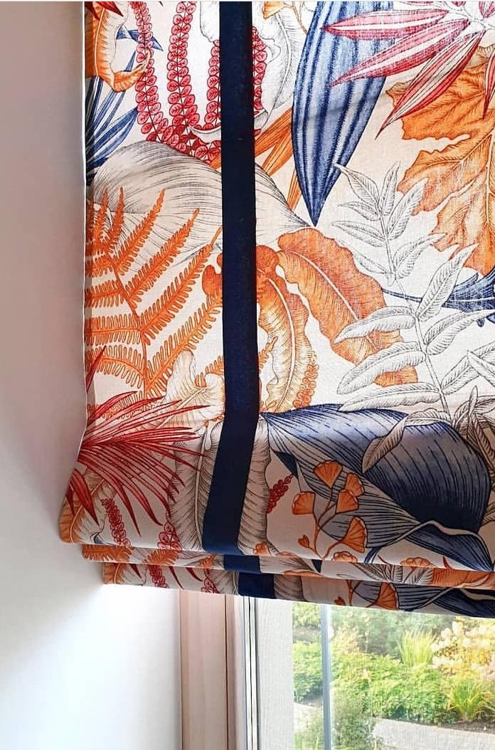 красивая римская штора с каймой и интересным узором заказали в москве