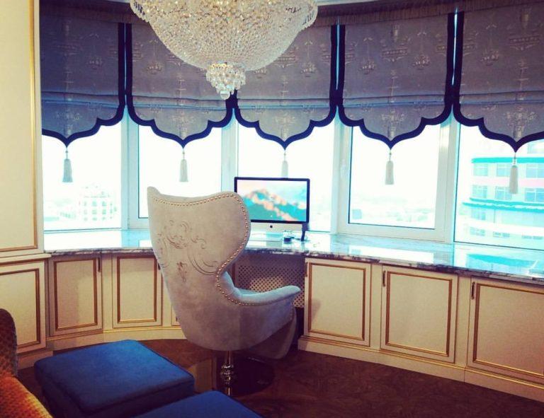 оформление окна с римской шторой по индивидуальному заказу