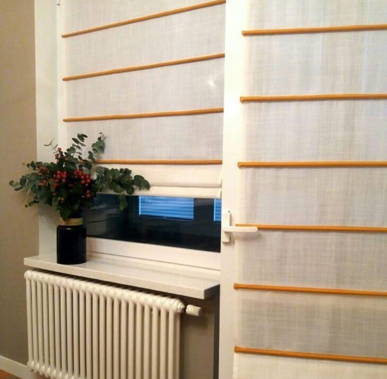 римская штора на кухне с балконом