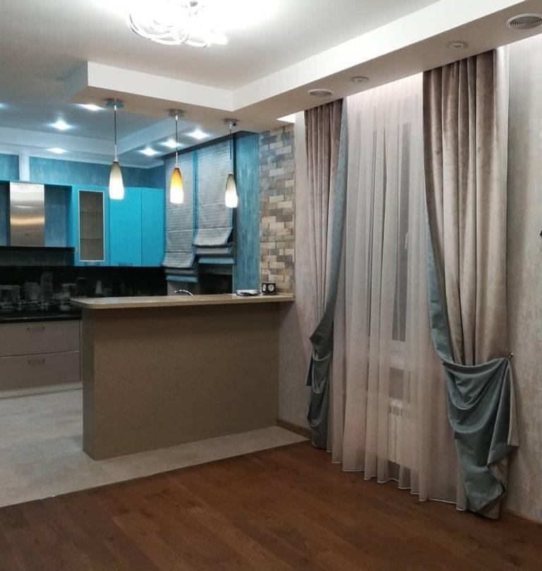 кухня-гостиная с римской шторой в москве